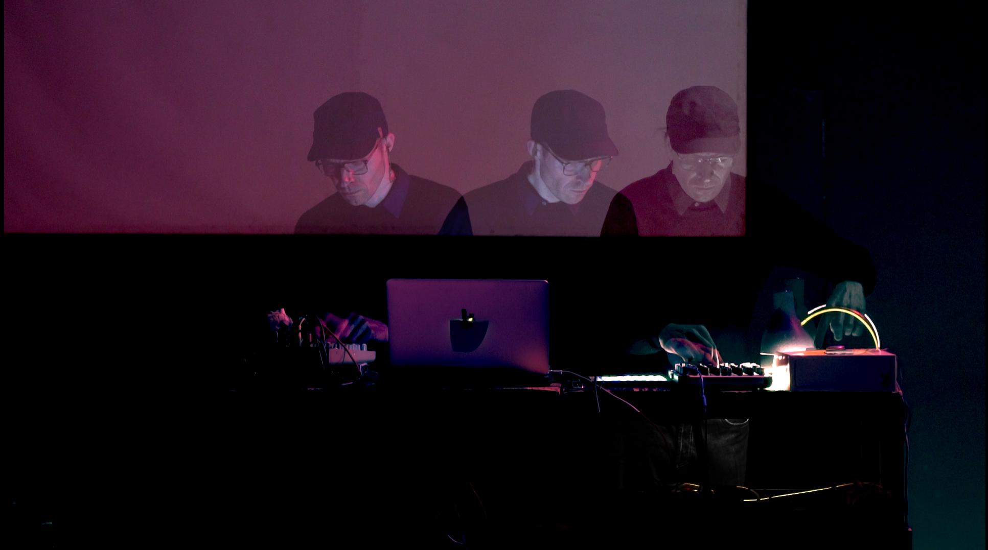 Boris Hegenbart @ labor sonor // filmed by Dafne Narvaez Berlfein